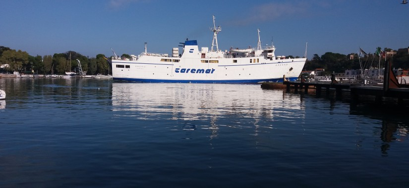 caremar traghetto